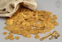 מטמון של 376 דינרי זהב ושישה מטילי זהב אסלאמיים שנמצאו בעיר רמלה